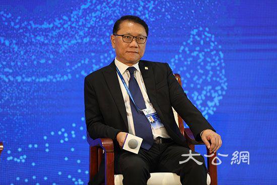 风暴登陆:上海香港商会会长黄有权:履行社会责任是做商业应用网络需坚守的底线